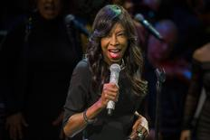 "Singer Natalie Cole sings at ""An Evening of SeriousFun Celebrating the Legacy of Paul Newman"" event in New York March 2, 2015. REUTERS/Lucas Jackson"