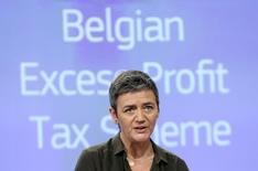 La Comisión Europea pidió el lunes a Bélgica que recupere unos 700 millones de euros en impuestos a 35 grandes empresas, en lo que hasta el momento ha sido su mayor golpe contra los acuerdos de protección de beneficios empleados por muchas multinacionales.  En la imagen, la comisaria de Competencia de la UE Margrethe Vestager durante una rueda de prensa en Bruselas, el 11 de enero de 2016. REUTERS/François Lenoir