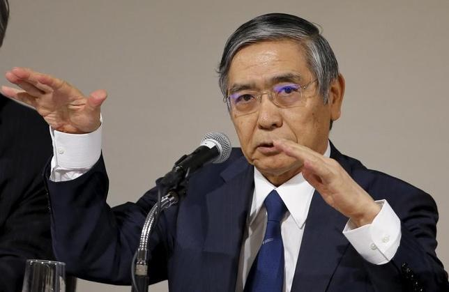 1月12日、日銀の黒田東彦総裁(写真)は、パリで予定していた講演の原稿で、日本のインフレ基調は堅調な労働市場を背景に着実に改善していると述べた。2015年12月撮影(2016年 ロイター/Toru Hanai)