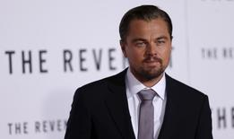 """Cast member Leonardo DiCaprio poses at the premiere of """"The Revenant"""" in Hollywood, California December 16, 2015. REUTERS/Mario Anzuoni"""