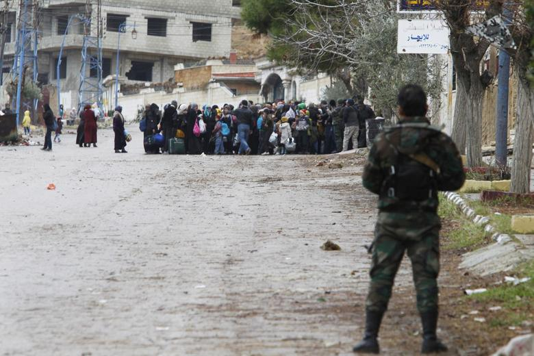 More aid reaches trapped Syrians