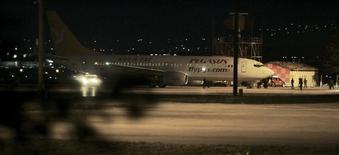 Самолет Pegasus Airlines в аэропорту Анкары. 10 апреля 2007 года. Турецкая авиакомпания Pegasus Airlines в пятницу возобновила полеты в Россию и из России, приостановленные 4 января из-за того, что экипажи самолетов не смогли получить визы, сообщил бюджетный авиаперевозчик. REUTERS/Umit Bektas