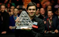 Snooker - Dafabet Masters - Alexandra Palace - 17/1/16 Ronnie O'Sullivan celebrates with the trophy after victory in the final Mandatory Credit: Action Images / Peter Cziborra Livepic EDITORIAL USE ONLY.
