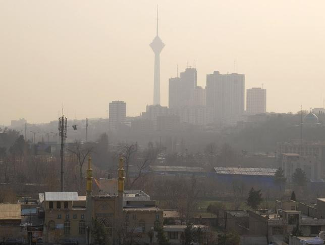 1月18日、欧米がイランへの制裁解除を決めたことを受け、幅広い業種で投資機会が広がる可能性があるとして、ドイツ企業などが熱い視線を送っている。写真はテヘラン市内。17日撮影。提供写真 (2016年 ロイター/Raheb Homavandi/TIMA)