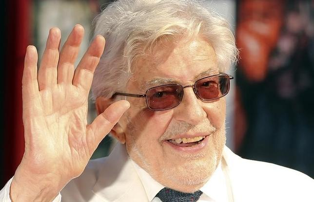 Italian director Ettore Scola waves as he arrives during a red carpet for the movie ''Che Strano Chiamarsi Federico - Scola racconta Fellini'' during the 70th Venice Film Festival in Venice September 6, 2013. The movie debuts at the festival. REUTERS/Alessandro Bianchi