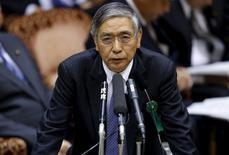 El gobernador del Banco de Japón, Haruhiko Kuroda, interviene en el parlamento de Tokio, el 21 de enero de 2016. El gobernador del Banco de Japón, Haruhiko Kuroda, dijo el jueves que no está pensando en la adopción de una política de tipo de interés negativo por el momento. REUTERS/Toru Hanai