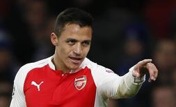 Alexis Sánchez em jogo do Arsenal na Liga dos Campeões. 24/11/2015 Reuters / Stefan Wermuth