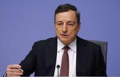 El presidente del Banco Central Europeo, Mario Draghi, durante una conferencia de prensa en l a sede del organismo, en Fráncfort, Alemania, 21 de enero de 2016. El panorama para la inflación en la zona euro este año es significativamente menor que en el momento de la reunión de política monetaria anterior del Banco Central Europeo, dijo el jueves el presidente de la entidad, Mario Draghi. REUTERS/Kai Pfaffenbach