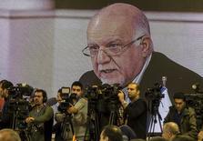 El ministro de petróleo de Irán dijo que una reunión de emergencia de la Organización de Países Exportadores de Petróleo (OPEP) afectaría el mercado de crudo si no tomaba una decisión para apuntalar los precios. El ministro Bijan Zanganeh en un discurso en una reunión ministerial extraordinaria de países exportadores de gas sostenida en noviembre del 2015.  REUTERS/Raheb Homavandi/TIMA   ATTENTION EDITORS - THIS IMAGE HAS BEEN SUPPLIED BY A THIRD PARTY. FOR EDITORIAL USE ONLY.  - RTX1V4YY