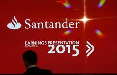 Tela anuncia divulgação de resultados do Santander em Boadilla del Monte, nos arredores de Madri. 27/01/2016 REUTERS/Sergio Perez