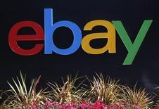 Логотип eBay на офисном здании в Сан-Хосе 28 мая 2014 года. EBay Inc сообщила о прогнозе выручки и прибыли на текущий квартал и год, который оказался ниже ожиданий, в то время как фирма противостоит влиянию сильного доллара, пытаясь в то же время оживить свой основной бизнес. REUTERS/Beck Diefenbach