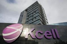 Центральный офис KCell в Алма-Ате. 23 мая 2013 года. Чистая прибыль крупнейшего мобильного оператора Казахстана Kcell в 2015 году снизилась на 20 процентов до 46,632 миллиарда тенге ($125,5 миллионов), сообщила компания в пятницу. REUTERS/Shamil Zhumatov