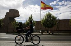 La croissance de l'économie espagnole est restée élevée au quatrième trimestre 2015, entretenant l'espoir d'une poursuite de la reprise malgré l'instabilité politique née des élections du 20 décembre, qui empêche pour l'instant la formation d'un nouveau gouvernement. Le produit intérieur brut a progressé de 0,8% sur la période octobre-décembre et de 3,2% sur l'ensemble de l'année 2015. /Photo prise le 6 août 2015/REUTERS/Sergio Perez