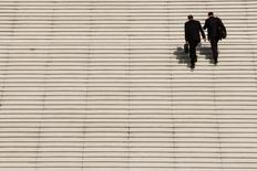 La confiance des dirigeants de PME et ETI (entreprises de taille intermédiaire) est repartie à la hausse en janvier, le petit regain d'inquiétude lié aux attentats islamistes de novembre ayant fait long feu, selon l'étude de l'Observatoire OpinionWay-Banque Palatine-Challenges publiée vendredi. Leur niveau de confiance dans les perspectives de leur propre entreprise pour les six prochains mois atteint 88%. /Photo d'archives/REUTERS/Benoît Tessier