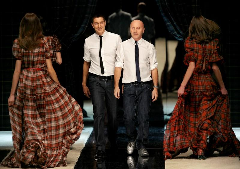 Dolce Gabbana Put Gay Parents On Handbags As Italy In Heated Debate Reuters
