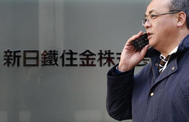 2月1日、新日鉄住金は1日、2017年3月をめどに日新製鋼を子会社化する方針を発表した。写真は都内で2014年2月撮影(2016年 ロイター/Yuya Shino)