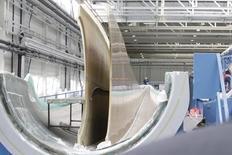 El fabricante alemán de turbinas Nordex ha alcanzado todos sus objetivos financieros para 2015, dijo a Reuters su consejero delegado, agregando que el grupo estaba viendo un muy buen inicio del año 2016. En la imagen, un ingeniero controla una máquina en una fábrica de turbinas en Rostock, Alemania,  el 18 de agosto de 2010.  REUTERS/Tobias Schwarz