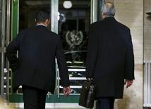 Посол Сирии в ООН Башар аль-Джаафари покидает помещение после первого дня переговоров в штаб-квартире ООН в Женеве 29 января 2016 года. ООН пытается избежать краха переговоров о Сирии REUTERS/Denis Balibouse