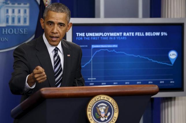 2月5日、オバマ米大統領(写真)は、朝方発表された1月の米雇用統計について、失業率が4.9%と8年ぶりの低水準となったことは米経済の力強さを証明していると述べた。 ワシントンのホワイトハウスで撮影(2016年 ロイター/Jonathan Ernst)