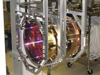 Imagen cedida a Reuters de una de las masas de prueba del Observatorio de Ondas Gravitacionales con Interferómetro Láser  (LIGO, por sus siglas en inglés), sep 5, 2013. Científicos dijeron el jueves que por primera vez detectaron ondas gravitacionales, vibraciones en el espacio y tiempo sobre las que teorizó Albert Einstein hace un siglo, en un histórico descubrimiento que abre una nueva ventana para el estudio del cosmos.   REUTERS/Caltech/MIT/LIGO Laboratory/Handout via Reuters