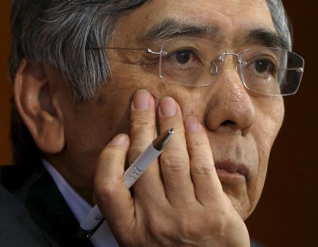 2月12日、黒田東彦日銀総裁は衆院財務金融委員会で、足元の市場で株安・円高が急速に進行していることについて「過度なリスク回避」との認識を示し、市場変動による経済や物価への影響を「しっかり注視する」と語った。写真は都内で昨年10月撮影(2016年 ロイター/Issei Kato)