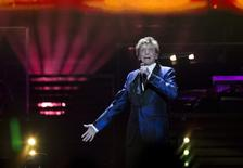 """Recording artist Barry Manilow performs during his """"One Last Time! Tour"""" at Staples Center in Los Angeles, California April 14, 2015.  REUTERS/Mario Anzuoni"""