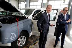 Herbert Diess (L) chairman of Volkswagen's passenger cars brand and German Transport Minister Alexander Dobrindt  stand next to an Amarok car during Volkswagen's diesel-emissions software update at a VW dealer in Berlin, Germany, February 2, 2016.     REUTERS/Fabrizio Bensch - RTX252KG