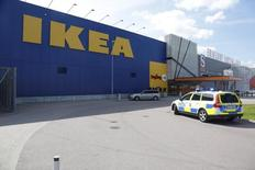 A police car is seen in front of an Ikea store in Vasteras, central Sweden, August 10, 2015.  REUTERS/Peter Kruger/TT News Agency
