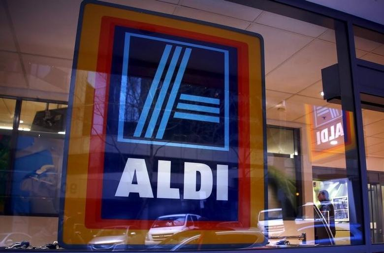 A customer walks into the German discount supermarket ALDI in Sydney, Australia June 19, 2015. REUTERS/David Gray