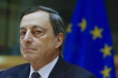 Selon le président de la Banque centrale européenne, Mario Draghi, l'institution est prête à assouplir davantage sa politique monétaire le mois prochain si les turbulences sur les marchés financiers ou la faiblesse des prix de l'énergie contribuent à réduire les anticipations d'inflation dans la zone euro. /Photo prise le 15 février 2016/REUTERS/Yves Herman