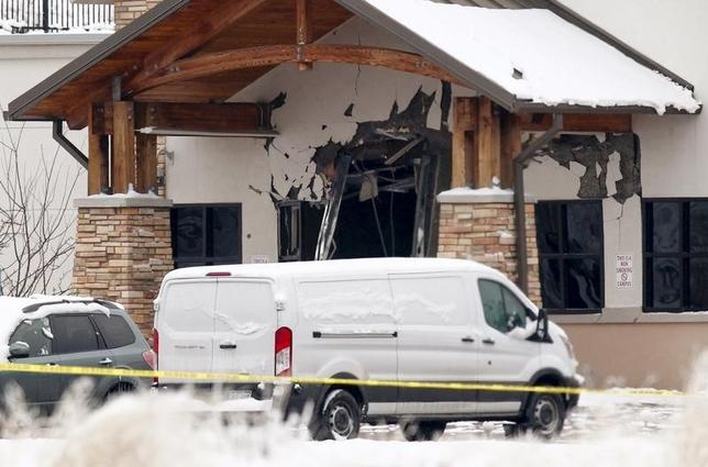 A view of the damage to the entrance of the Planned Parenthood clinic in Colorado Springs, Colorado November 28, 2015. REUTERS/Isaiah J. Downing