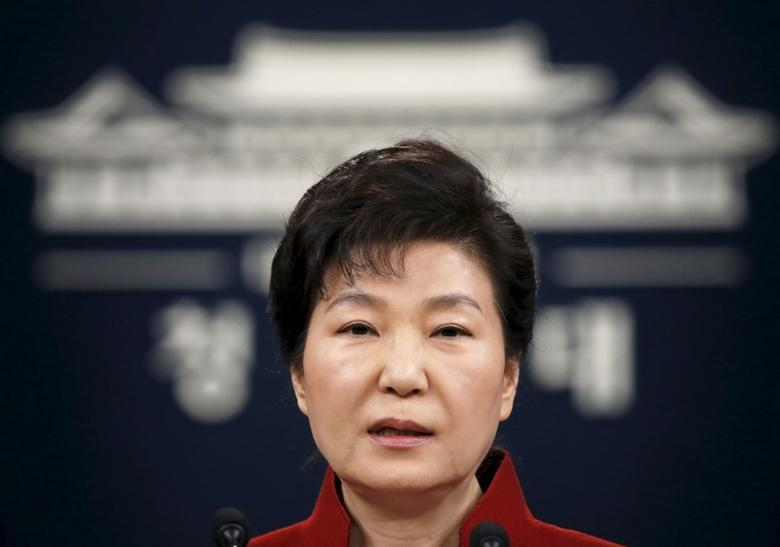 South Korean President Park Geun-hye addresses the nation at the Presidential Blue House in Seoul, South Korea, January 13, 2016.  REUTERS/Kim Hong-Ji