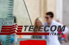 Una cabina telefónica de Telecom Italia en Roma el 28 de agosto de 2014. Telecom Italia está trabajando para completar la venta de su participación en Telecom Argentina, dijo el martes su presidente ejecutivo, Marco Patuano. REUTERS/Max Rossi