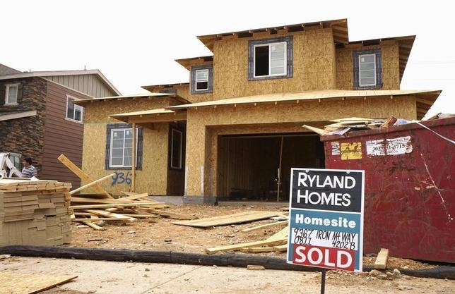 2月16日、全米住宅建設業者協会が発表した2月の住宅建設業者指数は58となり、前月の61から低下した。写真はコロラド州の住宅建設現場。昨年8月撮影。(2016年 ロイター/Rick Wilking)