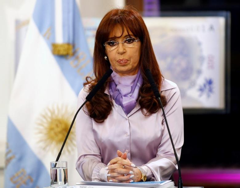Argentina's President Cristina Fernandez de Kirchner gestures during a ceremony at the Casa Rosada Presidential Palace in  Buenos Aires, September 30, 2014.   REUTERS/Marcos Brindicci