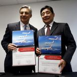 Boeing's Chief Executive Officer of Commercial Airplanes Ray Conner pose with Okay Airways Chairman Wang Shusheng after a signing ceremony at the Singapore Airshow at Changi Exhibition Center February 17, 2016.  REUTERS/Edgar Su