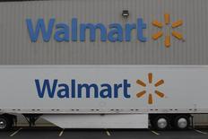 Un centro de distribución de la compañía Wal-Mart, en Bentonville, Arkansas. 6 de junio de 2013. Wal-Mart Stores Inc reportó el jueves una caída en sus ganancias trimestrales y un modesto aumento en las ventas en tiendas existentes. REUTERS/Rick Wilking