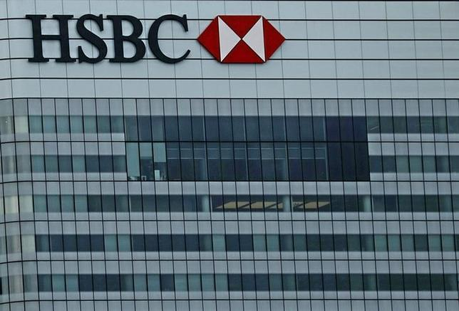 2月22日、英金融大手HSBCホールディングスが発表した2015年通期決算は、中国の成長鈍化やコモディティ価格急落を背景に、税引前利益が1%の増加にとどまった。写真はロンドンの同行本店。昨年10月撮影(2016年 ロイター/Reinhard Krause)