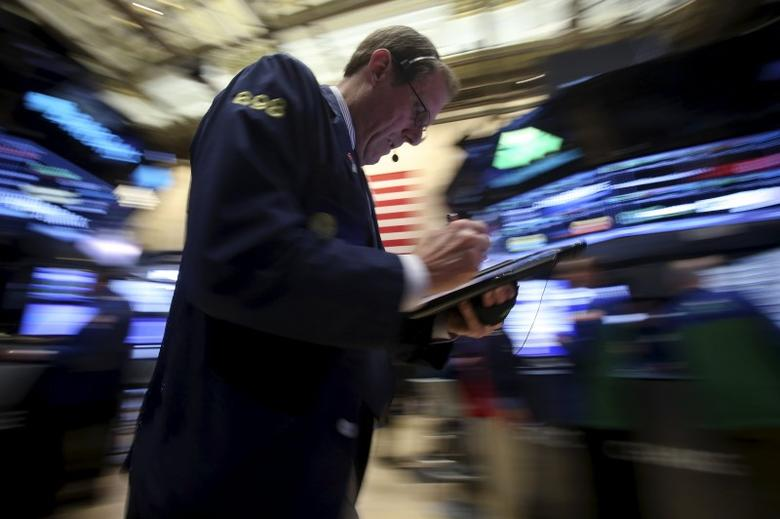 A trader works on the floor of the New York Stock Exchange in the Manhattan borough of New York, February 22, 2016.   REUTERS/Carlo Allegri