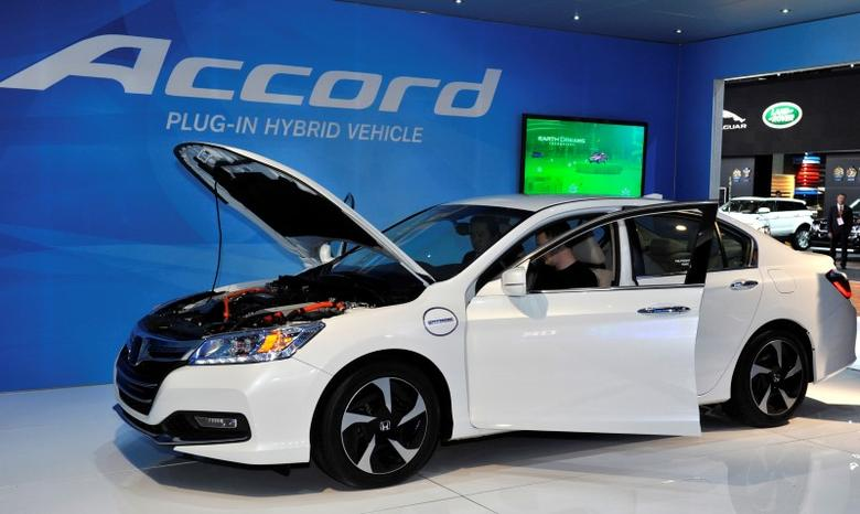 The 2014 Honda Accord plug-in hybrid is displayed at the North American International Auto Show in Detroit, Michigan January 14, 2013. REUTERS/James Fassinger