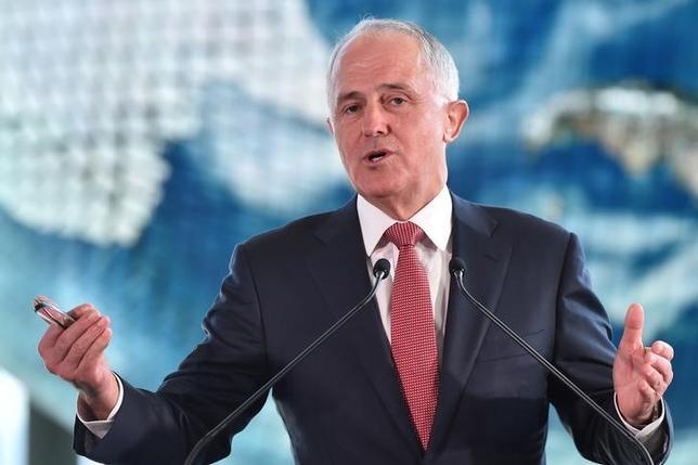 2月25日、オーストラリアのターンブル首相は、今後10年間に国防費を300億豪ドル(215億7000万米ドル)近く拡大する方針を明らかにした。米国やその同盟国が、アジア太平洋地域での中国の台頭に立ち向かうなか、国益の保護を目指す。写真は都内で昨年12月代表撮影(2016年 ロイター)