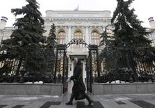 A woman walks near the Central Bank headquarters in central Moscow, Russia, January 29, 2016. REUTERS/Maxim Zmeyev