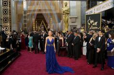 """Brie Larson, nominated for Best Actress for her role in """"Room"""", arrives wearing a royal blue embellished gown by Gucci, at the 88th Academy Awards in Hollywood, California February 28, 2016. REUTERS/Lucas Jackson"""