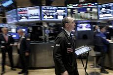 La Bourse de New York a fini en baisse lundi. Le Dow Jones a perdu 0,74% à 16.516,09. /Photo prise le 29 février 2016/REUTERS/Brendan McDermid