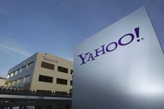 """Yahoo, qui risque de devoir passer une provision pour dépréciation d'écart d'acquisition (""""goodwill"""") sur Tumblr, à suivre mardi sur les marchés américains. /Photo d'archives/REUTERS/Denis Balibouse"""