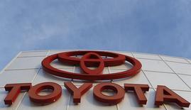 Toyota Motor se réorganise pour simplifier la prise de décision et à améliorer la gestion de sa production, qui atteint des niveaux sans précédent. /Photo d'archives/REUTERS/Mario Anzuoni