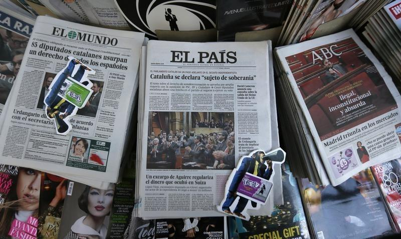 El Pais, Spain's best-selling newspaper, hints may end print