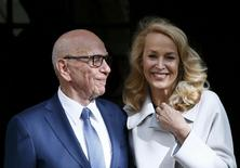 Media mogul Rupert Murdoch and Jerry Hall pose for a photograph in London, Britain March 4, 2016. REUTERS/Stefan Wermuth
