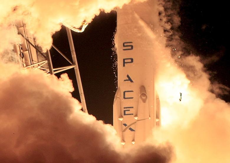 A SpaceX Falcon 9 rocket lifts off at the Cape Canaveral Air Force Station in Cape Canaveral, Florida, in this December 21, 2015 file photo. REUTERS/Joe Skipper/Files