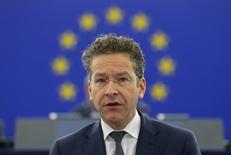 El ministro de Finanzas holandés y presidente del Eurogrupo, Jeroem Dijsselbloem, durante un debate en el Parlamento Europeo, en Estrasburgo, Francia. 15 de diciembre de 2015. El líder del Eurogrupo, Jeroen Dijsselbloem, pidió a los ministros de Finanzas de la zona euro en su reunión del lunes que preparen el inicio de conversaciones sobre un alivio de deuda para Grecia en abril, dijo un funcionario del bloque. REUTERS/Vincent Kessler